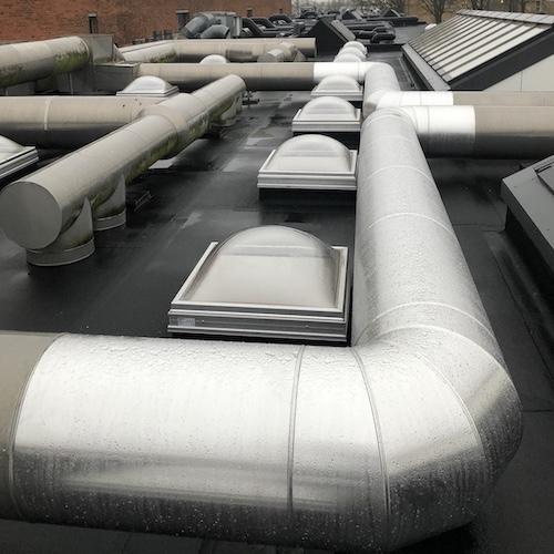 Reparation af ældre ventilationssystem med alukapper